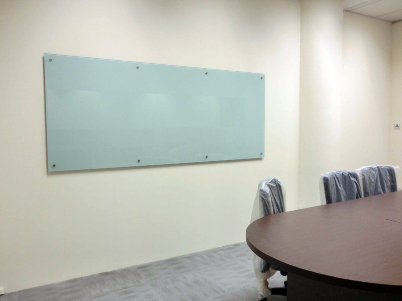 12_Wendy's-boardroom-glass-whiteboard
