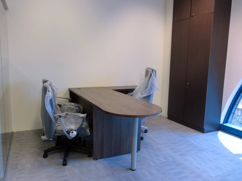 1_Wendy's-office-renovation-with-custom-made-furniture