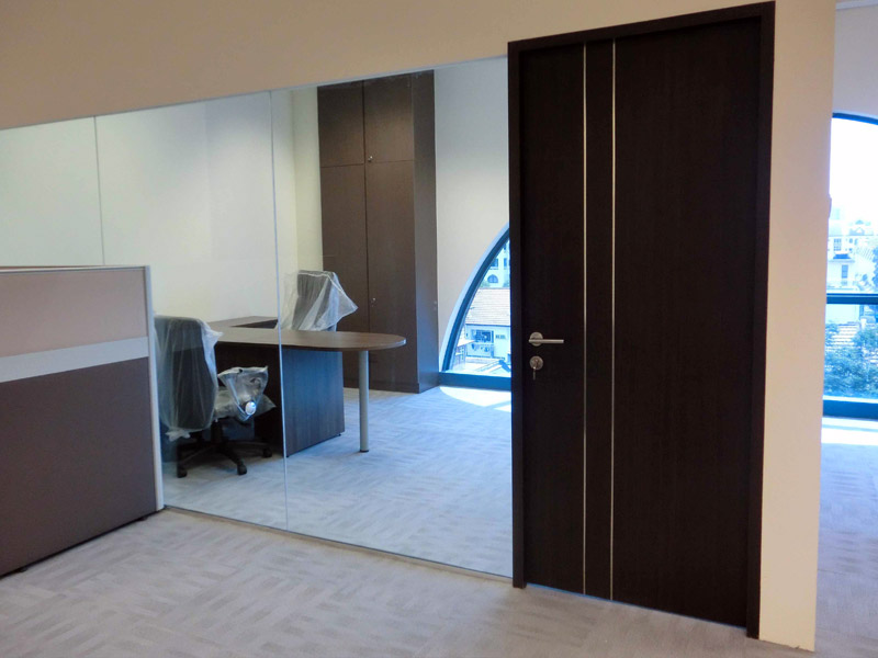 4_Wendy's-office-renovation-with-system-furniture-glass-partition-and-cabinet_1