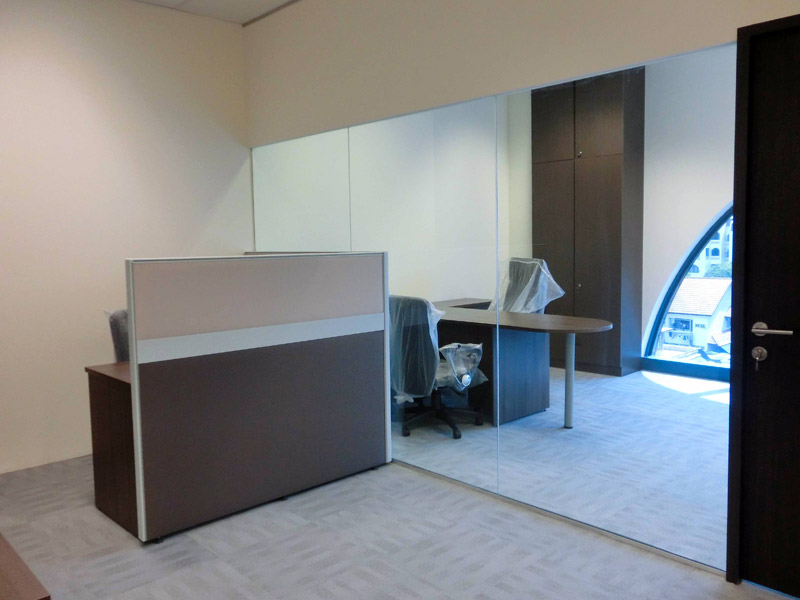 5_Wendy's-office-renovation-with-system-furniture-glass-partition-and-cabinet