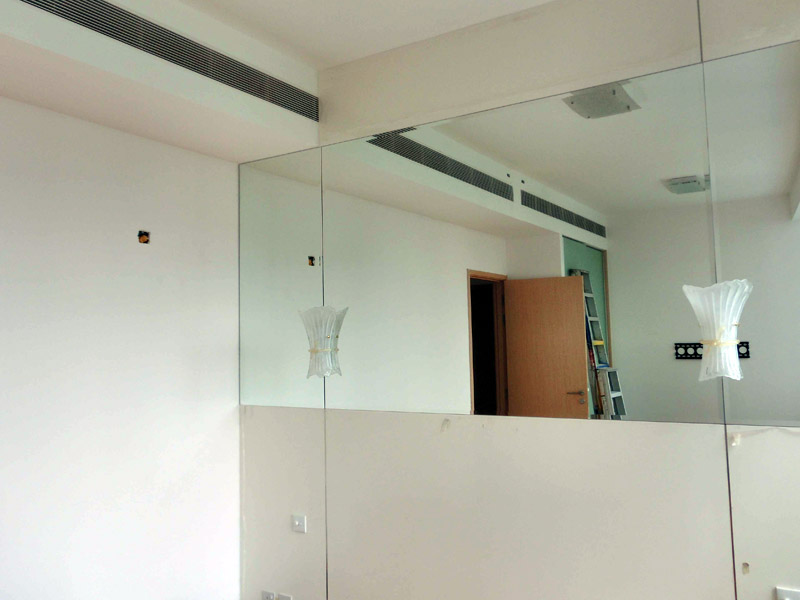 6_Home-renovation-at-lincoln-suite-chamfered-glass-wall-feature