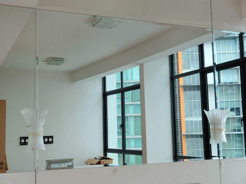 7_Home-renovation-at-lincoln-suite-chamfered-glass-wall-feature-2