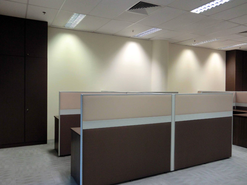 7_Wendy's-office-renovation-with-system-furniture-carpet-and-glass-partition_3