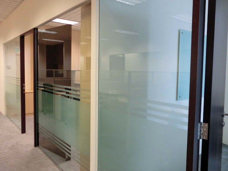 8_PETER-KLARE-renovation-with-glass-partition-and-sticker_2