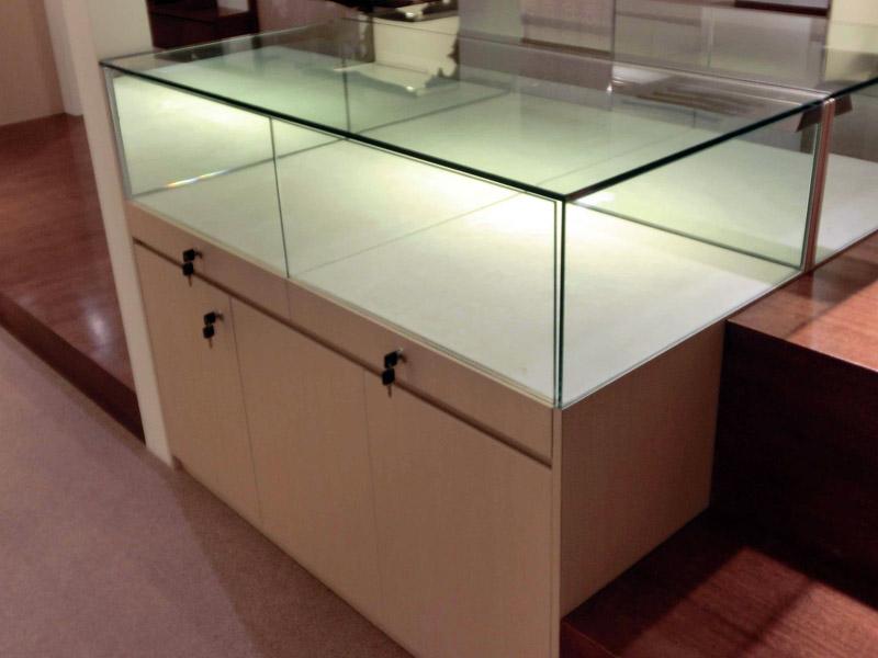 Retail-renovation-at-Suntec-Banyan-Shade-jewellery-display-showcase-2