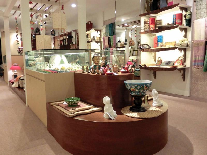 Retail-renovation-at-Suntec-Banyan-Shade-platform-and-jewellery-showcase
