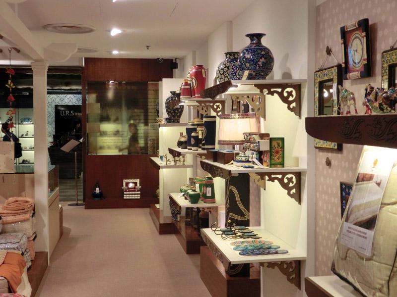Retail-renovation-at-Suntec-Banyan-Shade-shelvings-with-decorative-face-panels